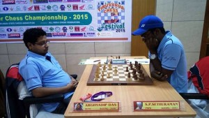 GM Sethuraman (right) has limped back to top, by beating IM Arghyadip Das